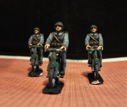 WWII Dutch Infantry Cyclists by Early War Miniatures.